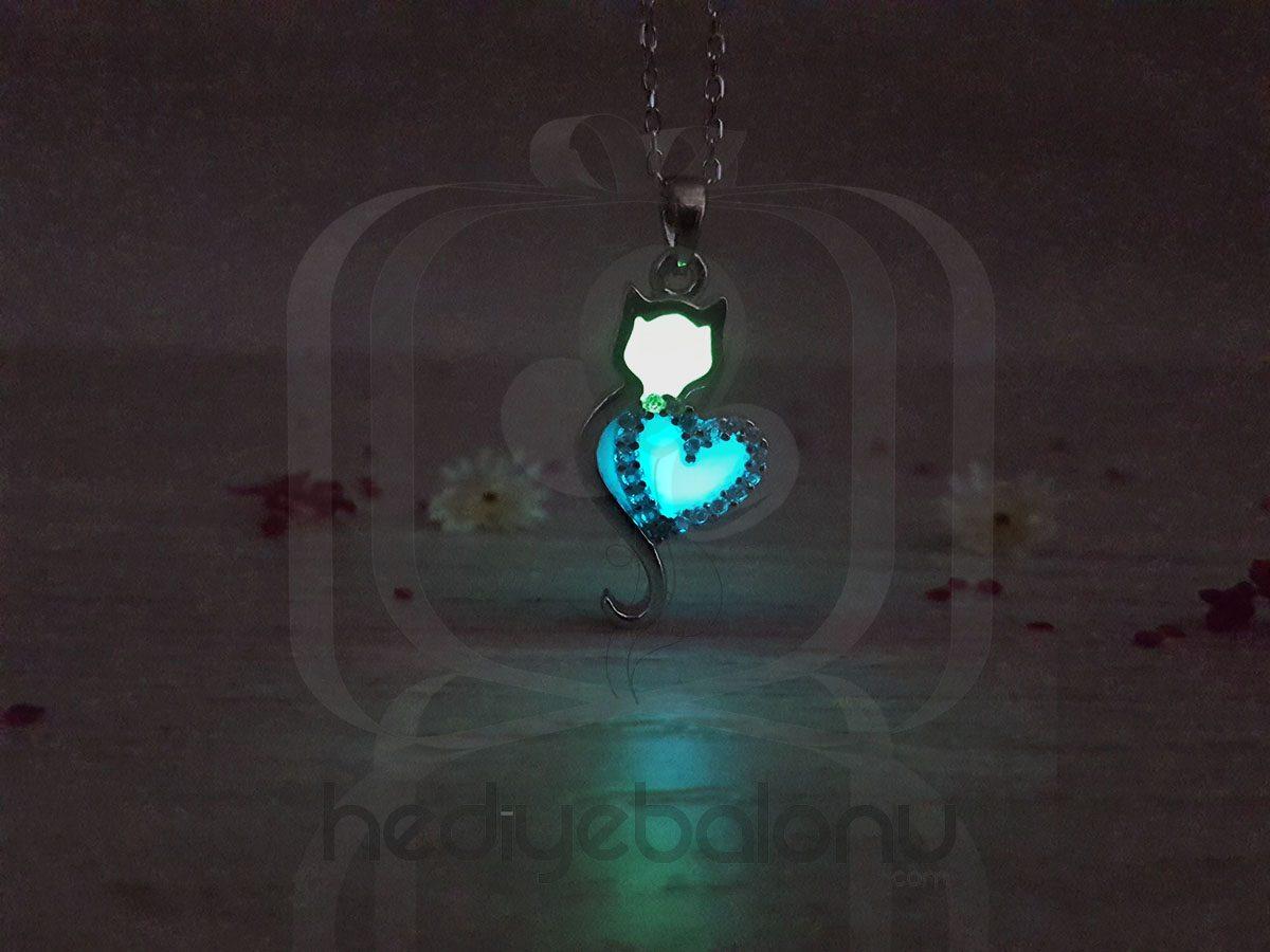 Karanlıkta Parlayan 925 Ayar Gümüş Neon Kalpli Kedi Kolye