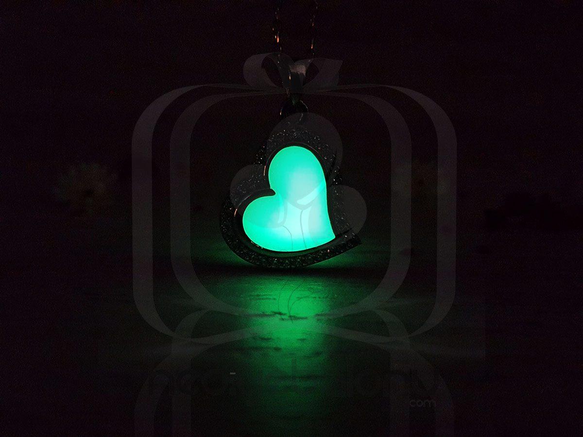 Karanlıkta Parlayan 925 Ayar Gümüş Neon Kalp Kolye