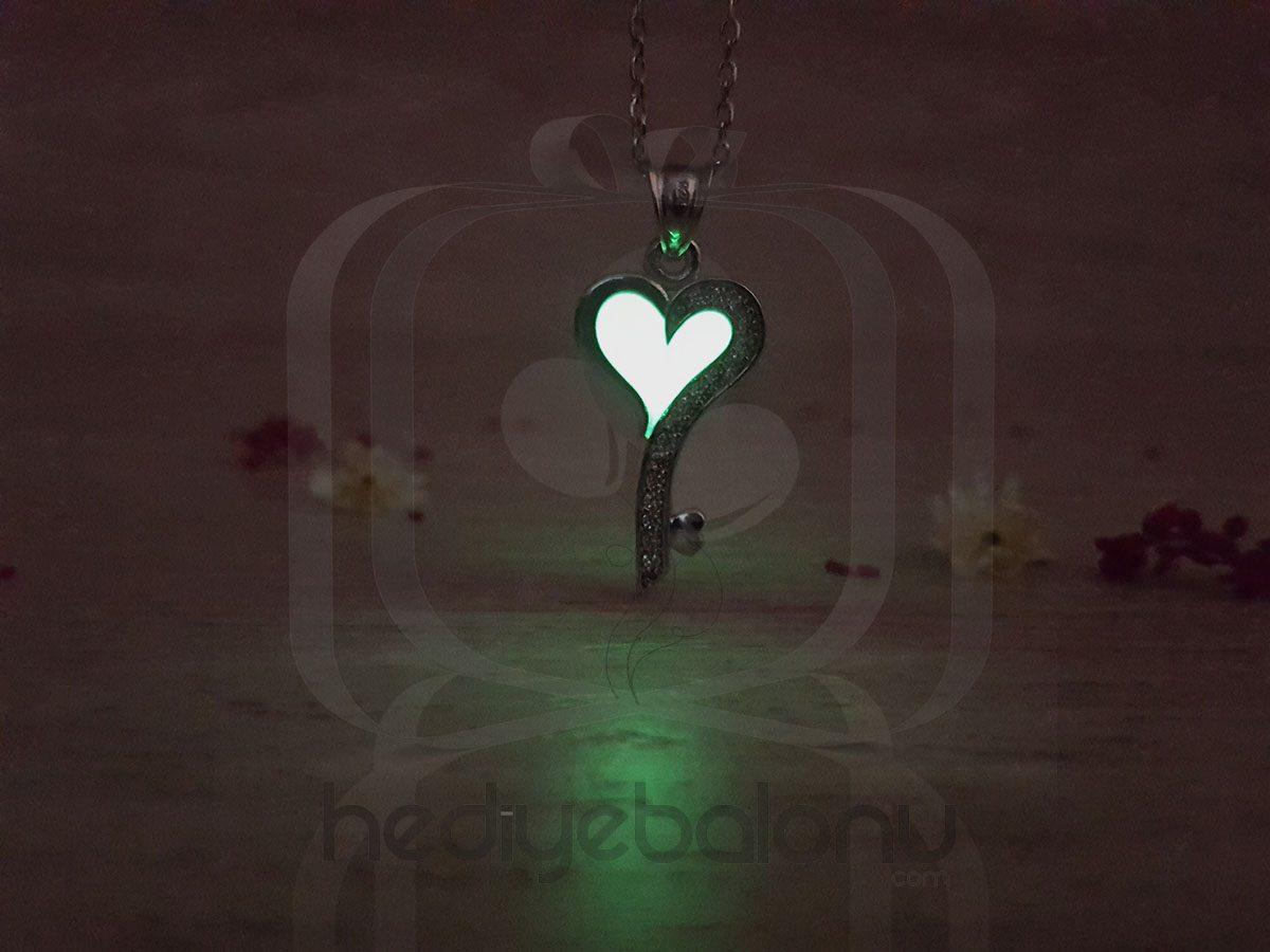Karanlıkta Parlayan 925 Ayar Gümüş Neon Kalpli Anahtar Kolye