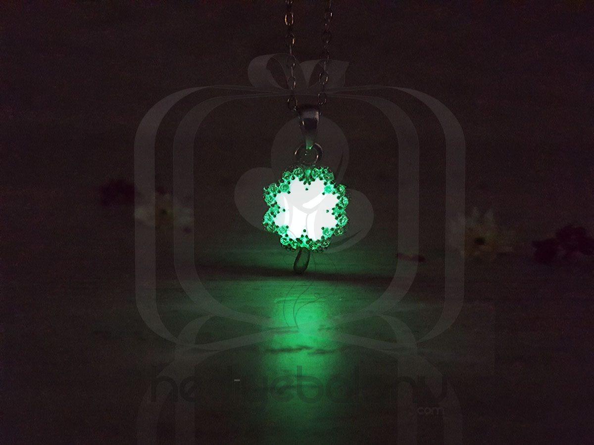 Karanlıkta Parlayan 925 Ayar Gümüş Neon Papatya Kolye